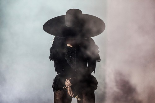 Beyonce in elegant black hat